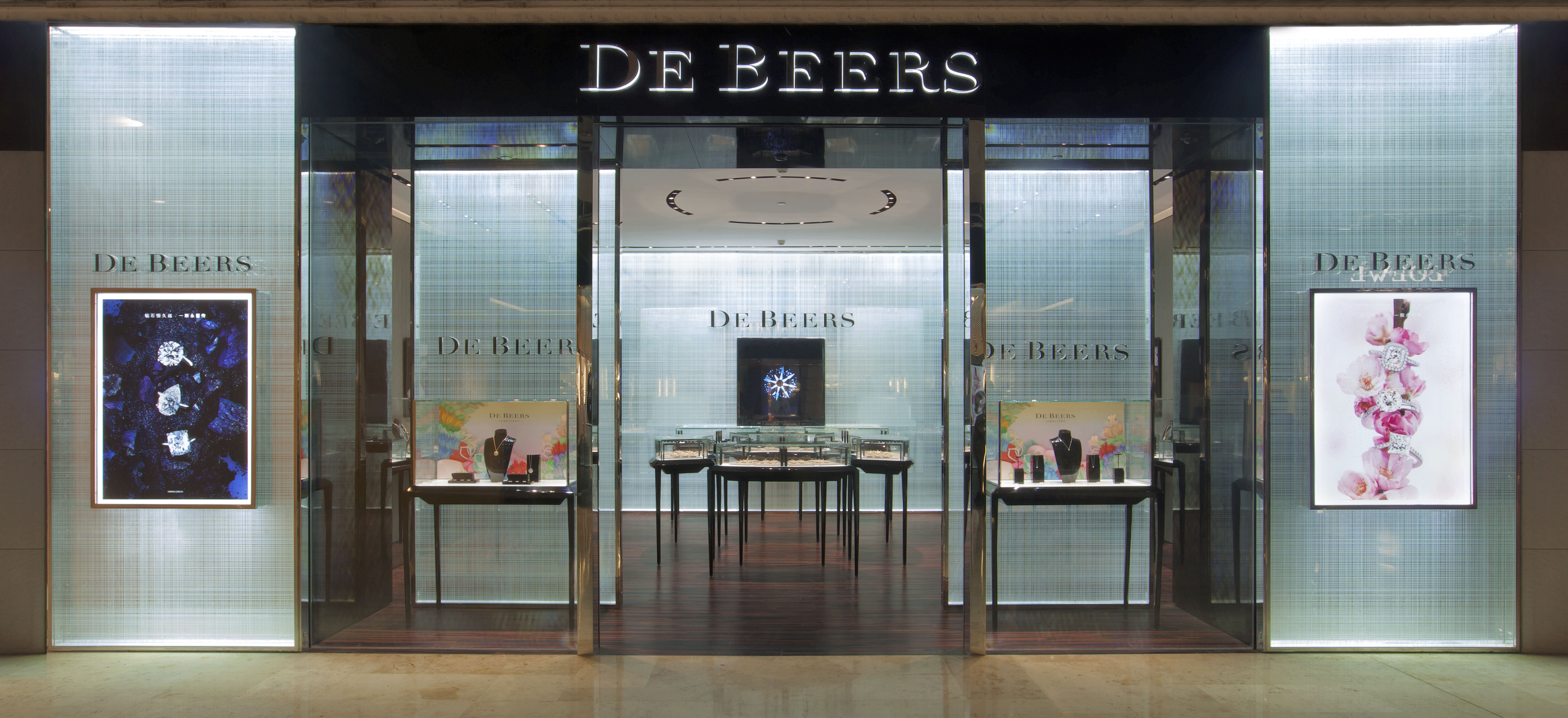 de beers succeed in accruing the De beers sa: de beers sa diamonds were first discovered in southern africa in the mid-1860s on the farm of nicolaas and diederick de eventually success.