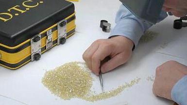 De Beers Rough Diamond Sales Plummet Again in June
