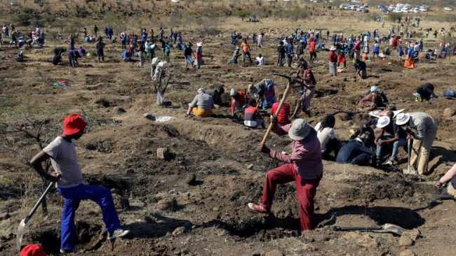 'Diamond Rush' in South African Village