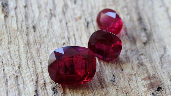 Bonas To Hold Colored Gemstone Tender in Hong Kong