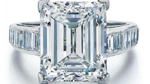 Lifestyle The Diamond Loupe